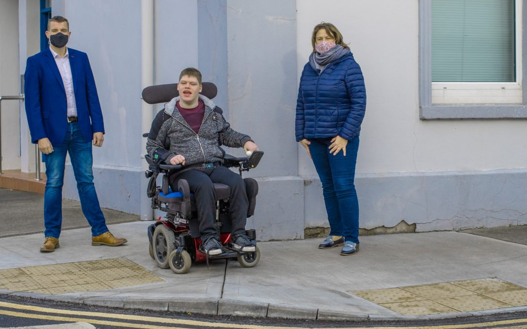 Minister Rabbitte & Cllr. Canning welcome installation of wheelchair accessible ramps around Portumna